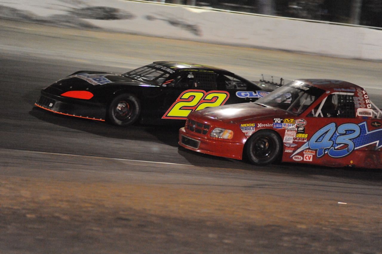 Chris Eggleston passes Kody Vanderwal in his Pro Truck (Starr photo)
